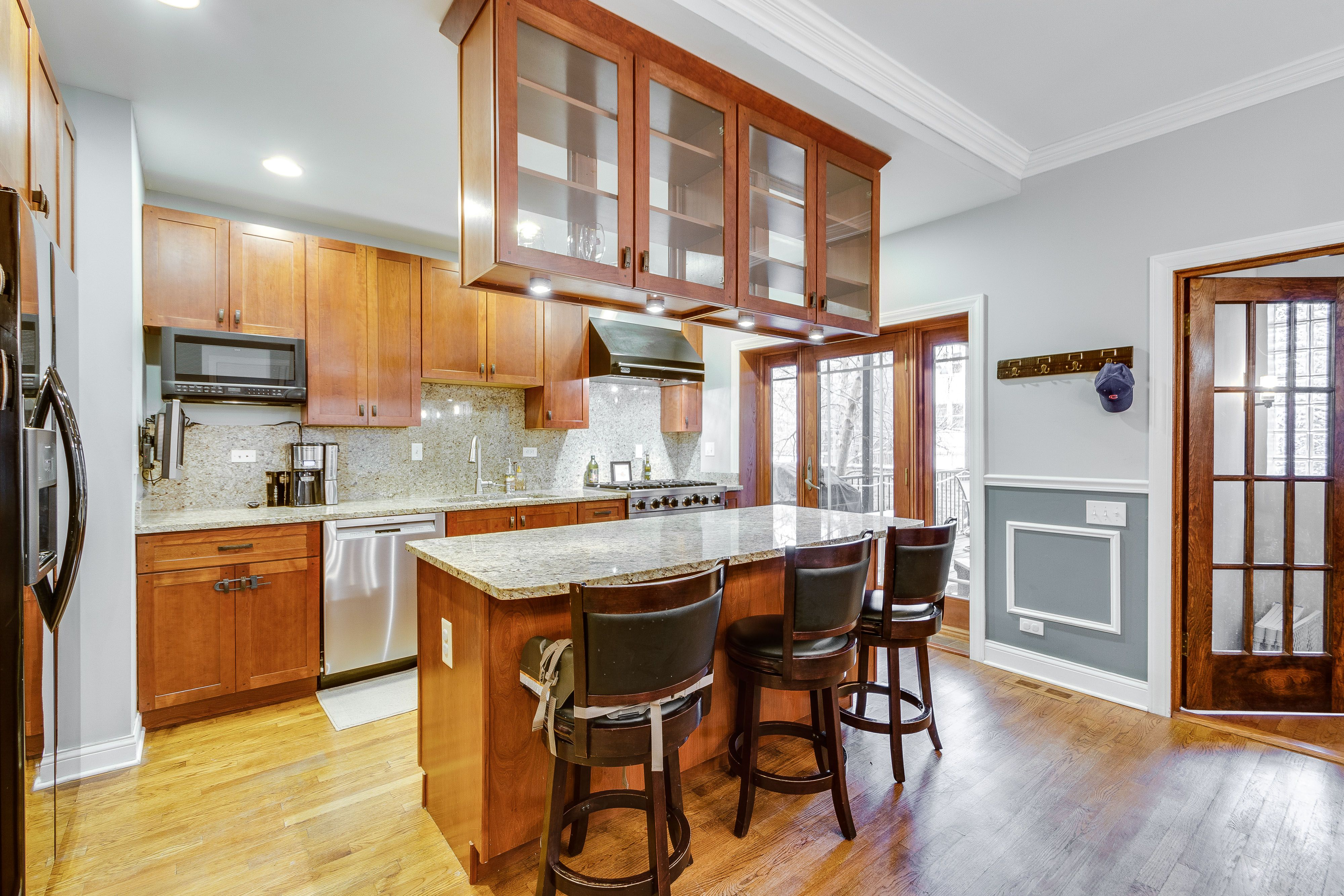 This cavernous 3 bedroom duplex for rent in Rogers Park