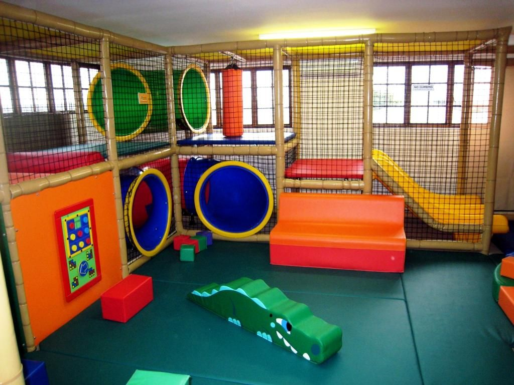 7 stunning indoor playgrounds indoor playground for Inside play areas