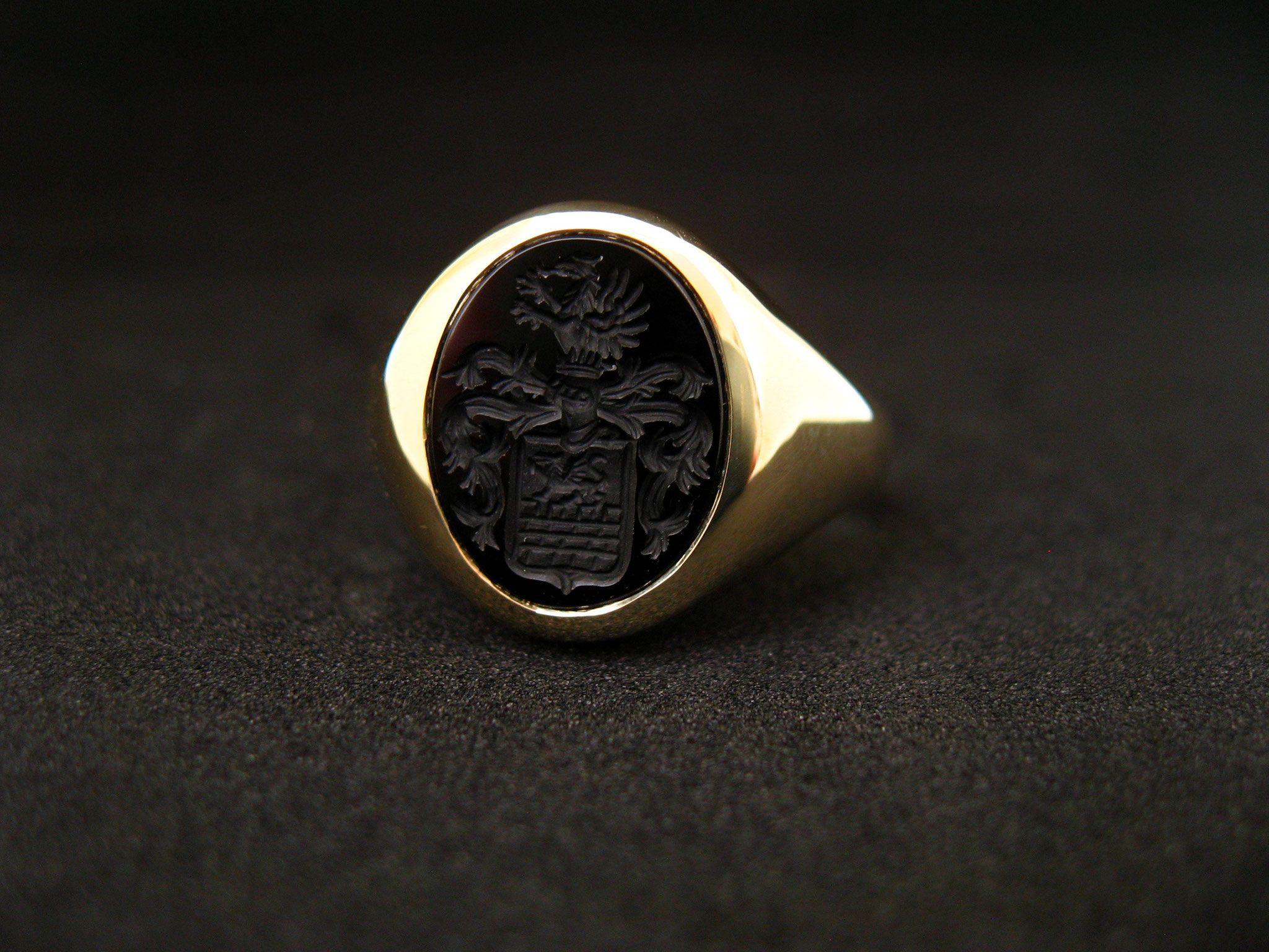 Edler Siegelring aus Gelbgold mit yx siegelring