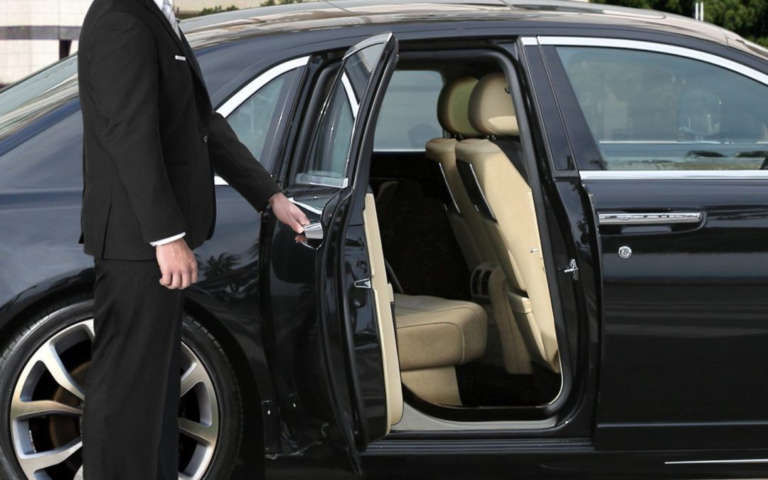 If You Plan On Travelling To Los Angeles And Are Looking For A Trusty Reliable And Economical Town Car Service Wit In 2020 Town Car Service Airport Transportation Lax