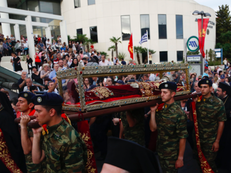 Holy Relics of Agia Eleni arrive in Greece for first time since 1211