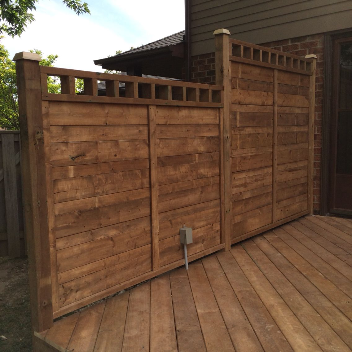 pt deck privacy wall with electrical outlet d e