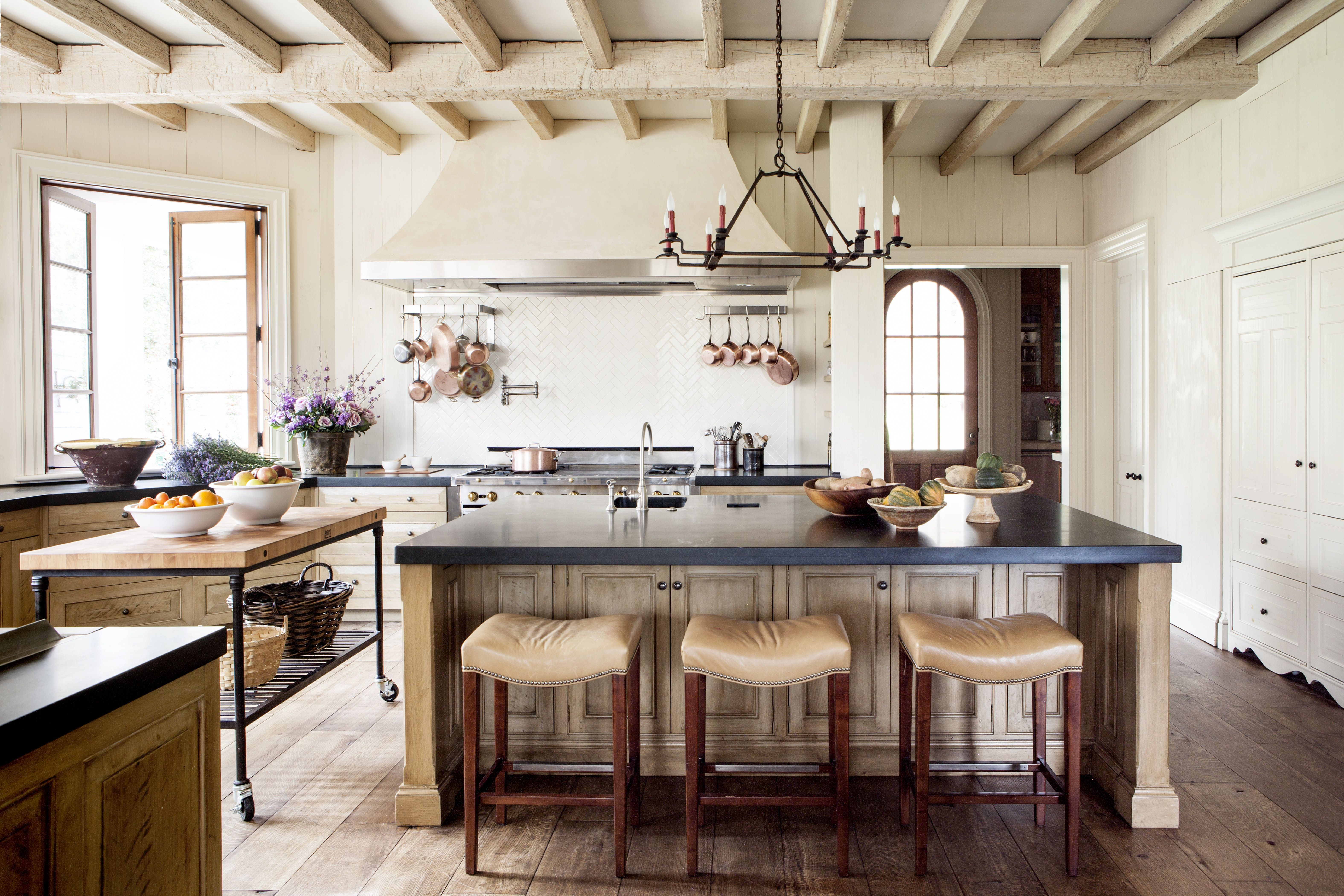 Relaxed kitchen with beamed ceiling breakfast bar rustic