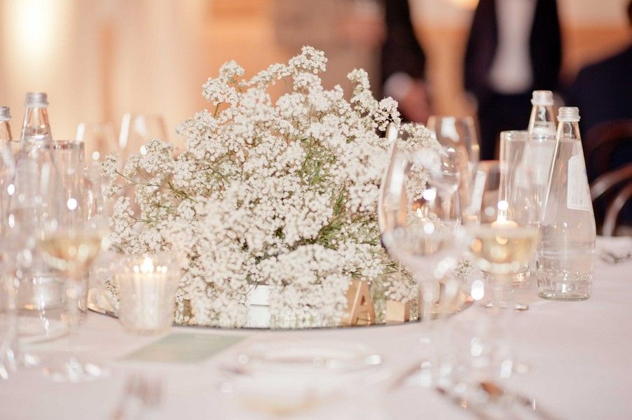 Schleierkraut als Tischdeko für eine Hochzeit im Stil der 20er