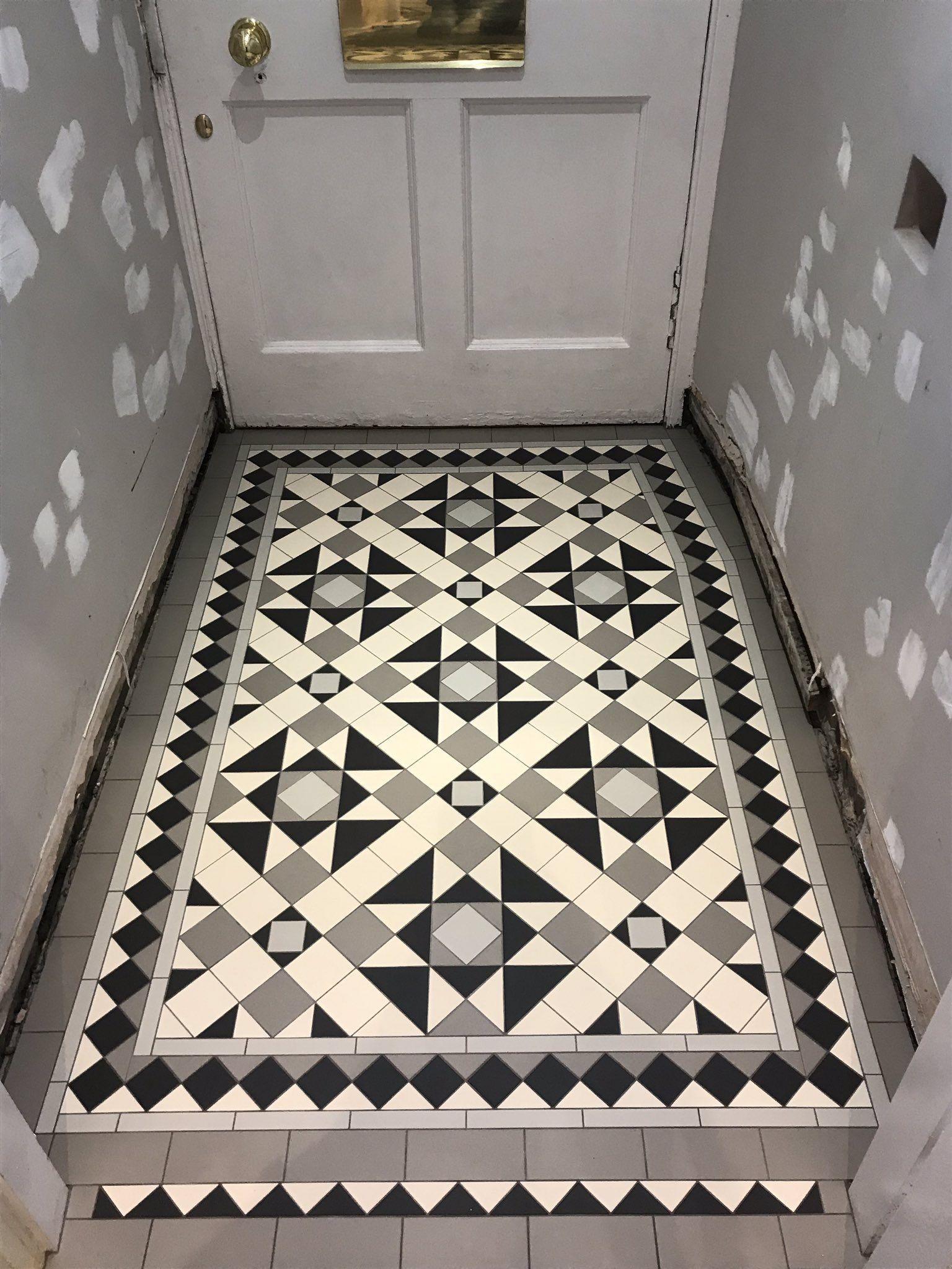 Victorian Floor Tiles In 2020 Tiled Hallway Porch Tile Victorian Hallway Tiles