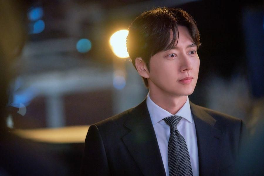Park Hae Jin Talks About How The Script For His New Drama Made Him Laugh, Chemistry With Kim Eung Soo, And More