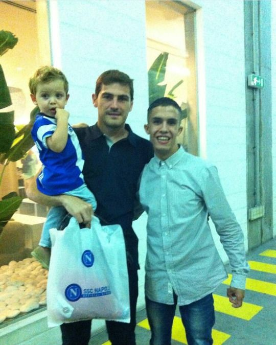 Iker and Martín with a fan in Porto
