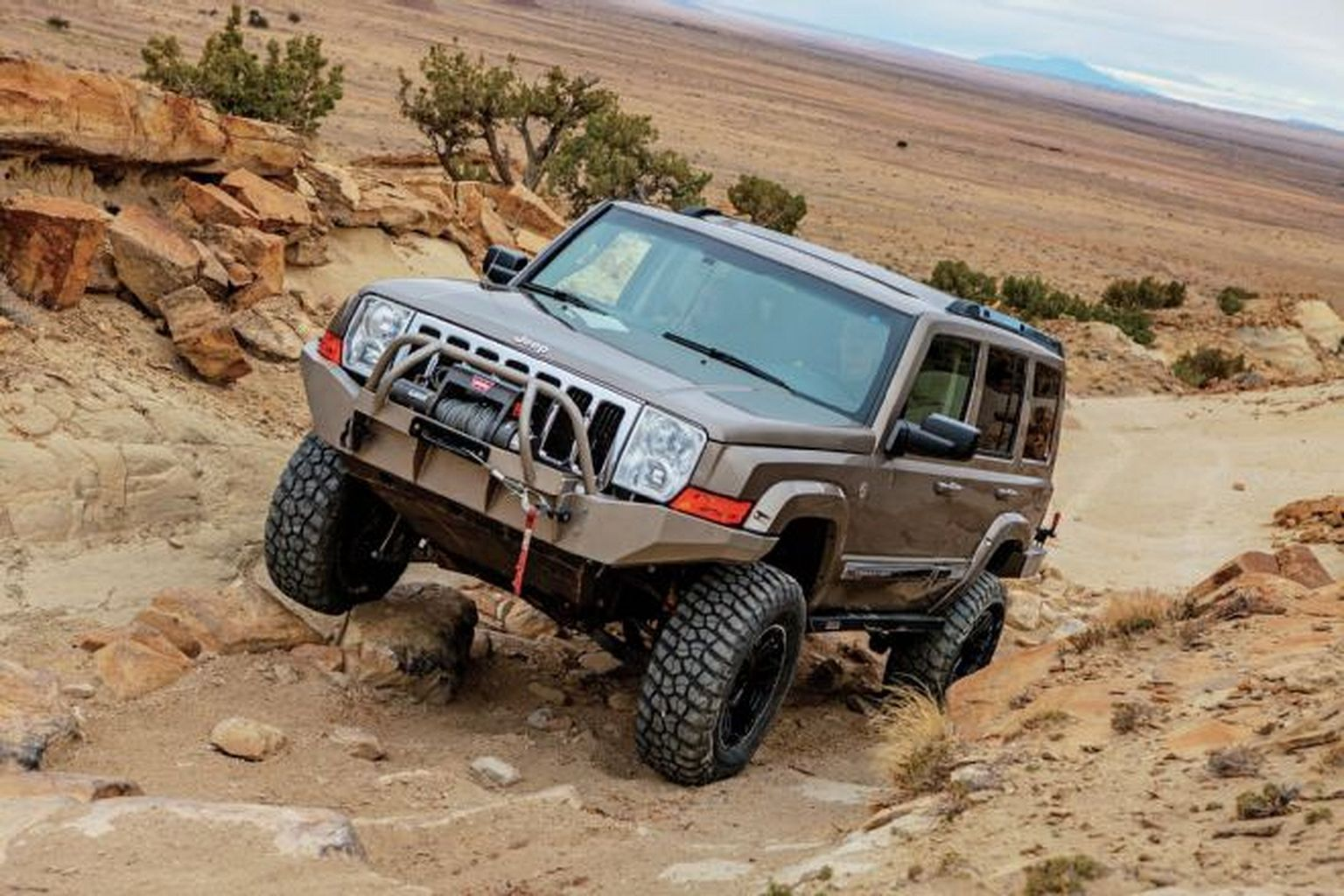 Jeep Commander lifted Offroad Populer Jeep commander