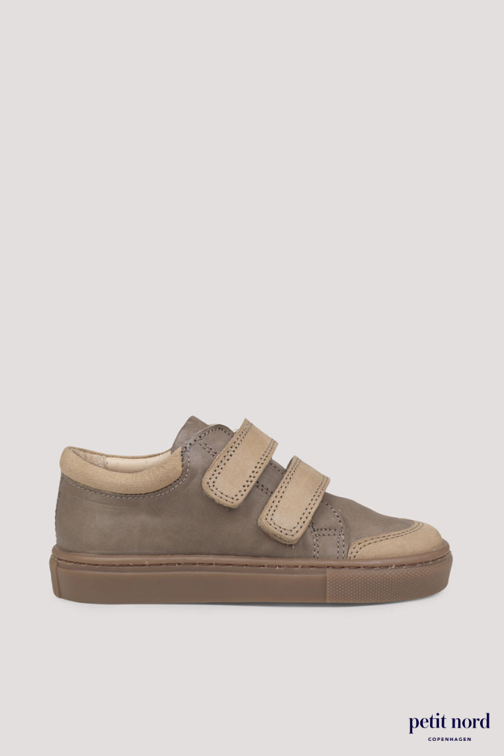 Kids sneakers for boys and girls in