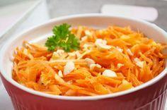 Ein schneller und gesunder Snack ist dieser Karotten-Apfel #Salat. Ein Rezept, das auch bei Kindern sehr beliebt ist.
