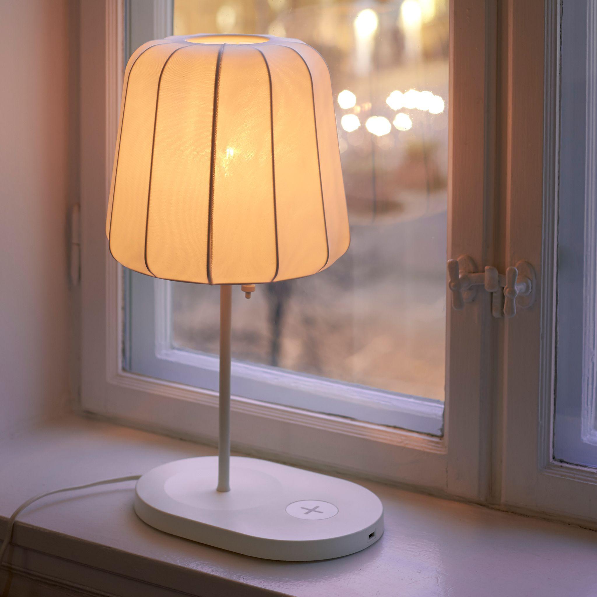 gute stimmung und voller akku zb mit varv tischleuchte mit ladefunktion illuminate. Black Bedroom Furniture Sets. Home Design Ideas