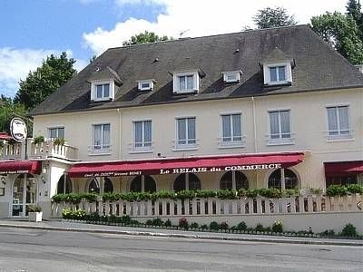 Logis Hotel Du Commerce Pont D'ouilly This Logis hotel is located in the centre of Pont d'Ouilly, in the heart of Normandy. It offers free Wi-Fi internet access and free private parking. The comfortable rooms are all equipped with TVs and private bathrooms.