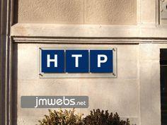 Placas de Metacrilato personalizadas en Barcelona para fachadas, recepciones, entradas, pasillos, etc. Precios en www.jmwebs.com - Teléfono: 935160047