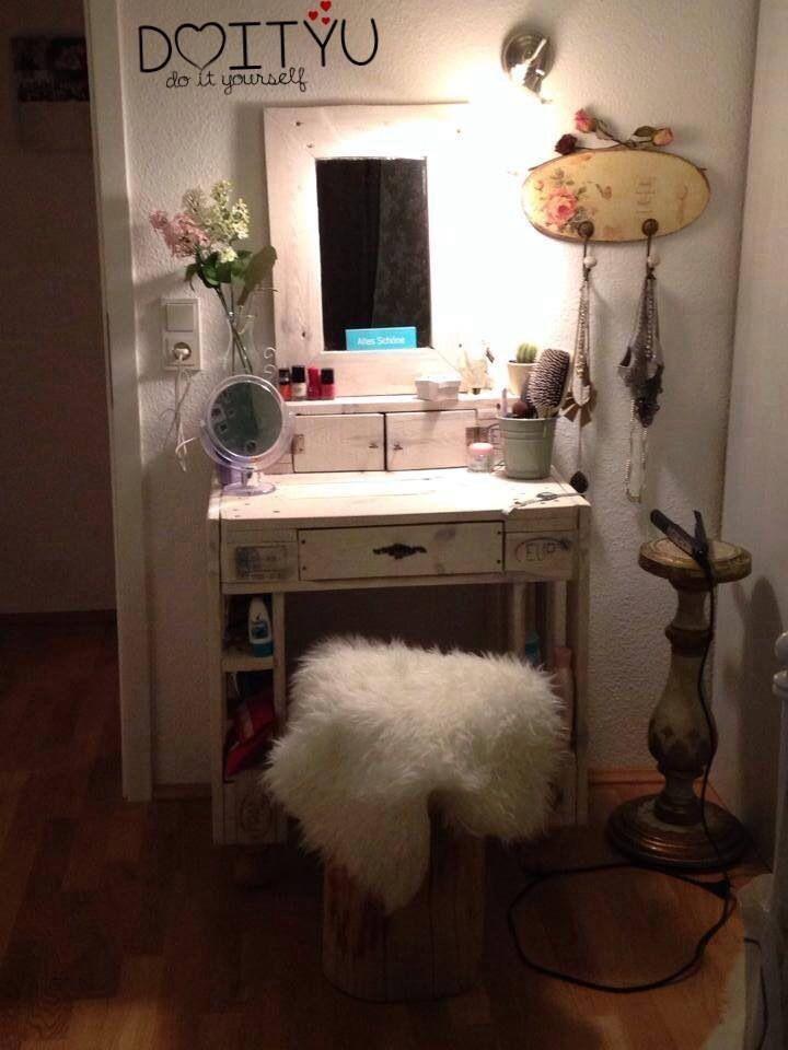 schminktisch aus paletten paletten m bel pinterest schminktische paletten m bel und. Black Bedroom Furniture Sets. Home Design Ideas