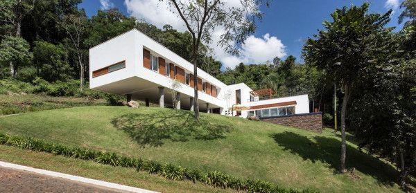 House 4.16.3, designed by Basso Engenharia