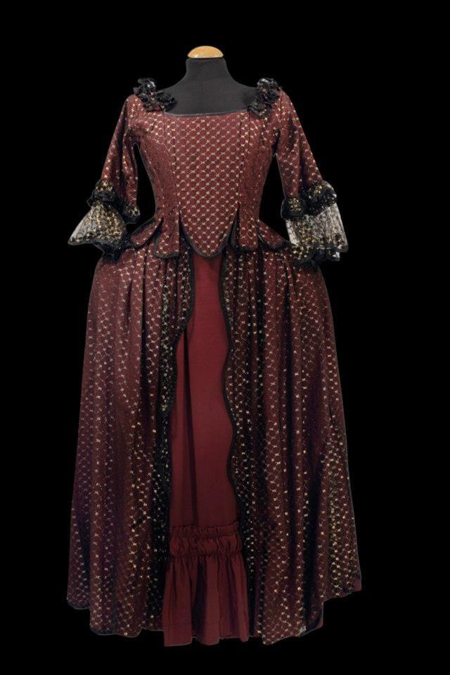 Siglo XVIII mujer #vestuario