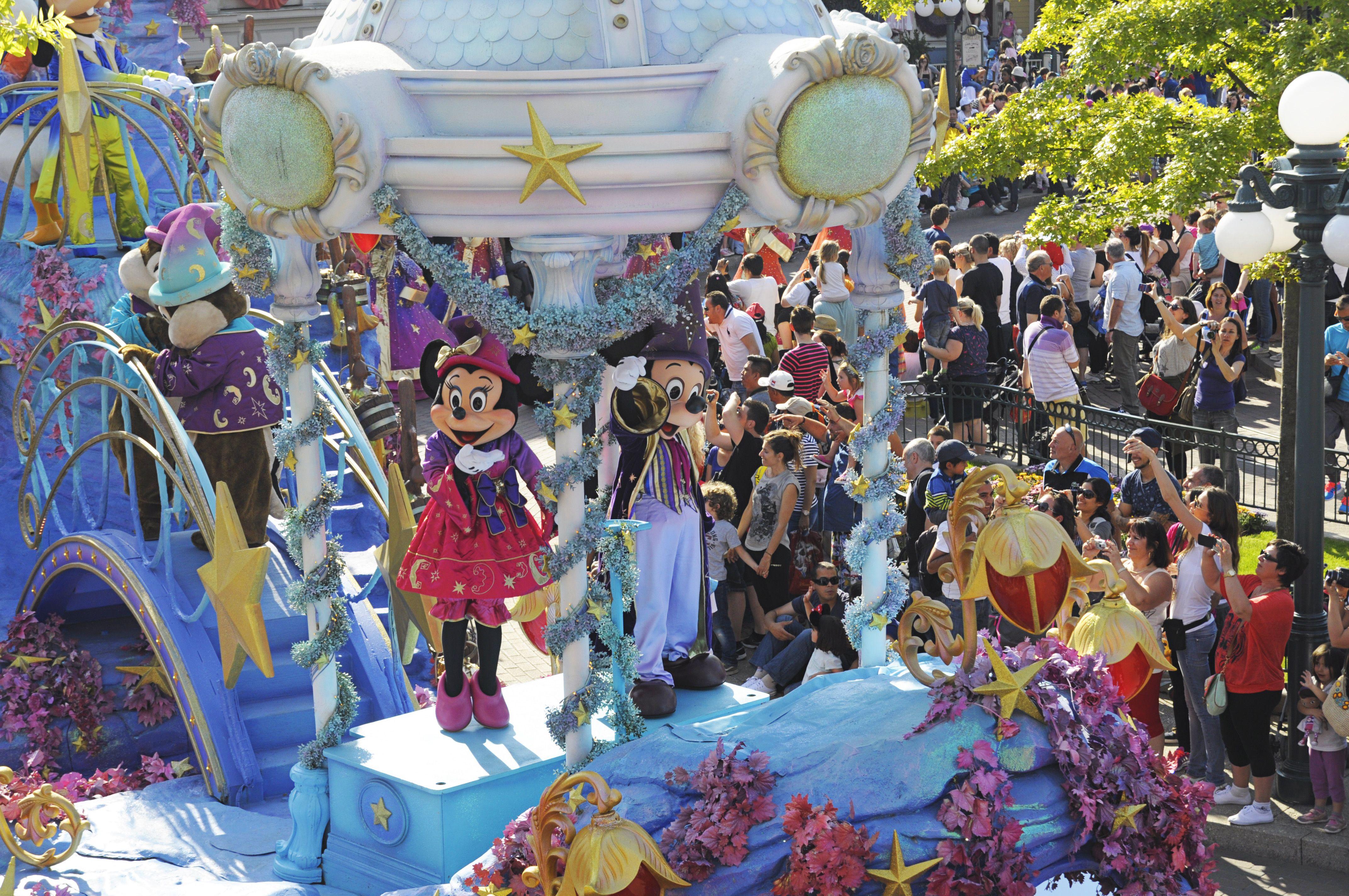 Disney Magic Parade Disneyland Paris Time