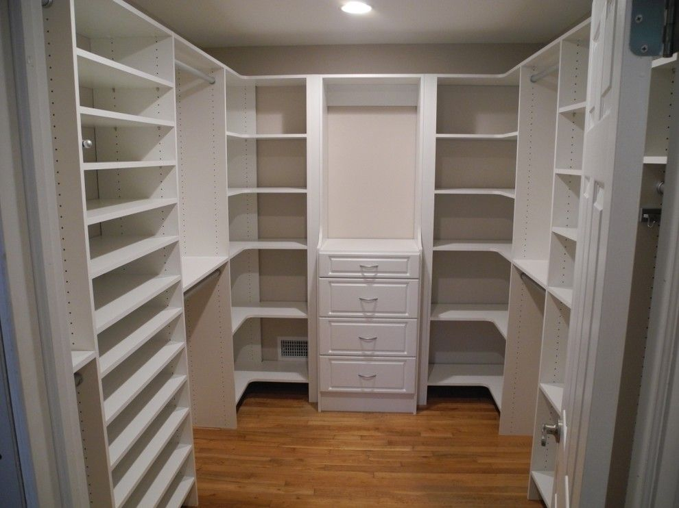 Splendid closet corner shelf with custom built closets for Closet medianos modernos