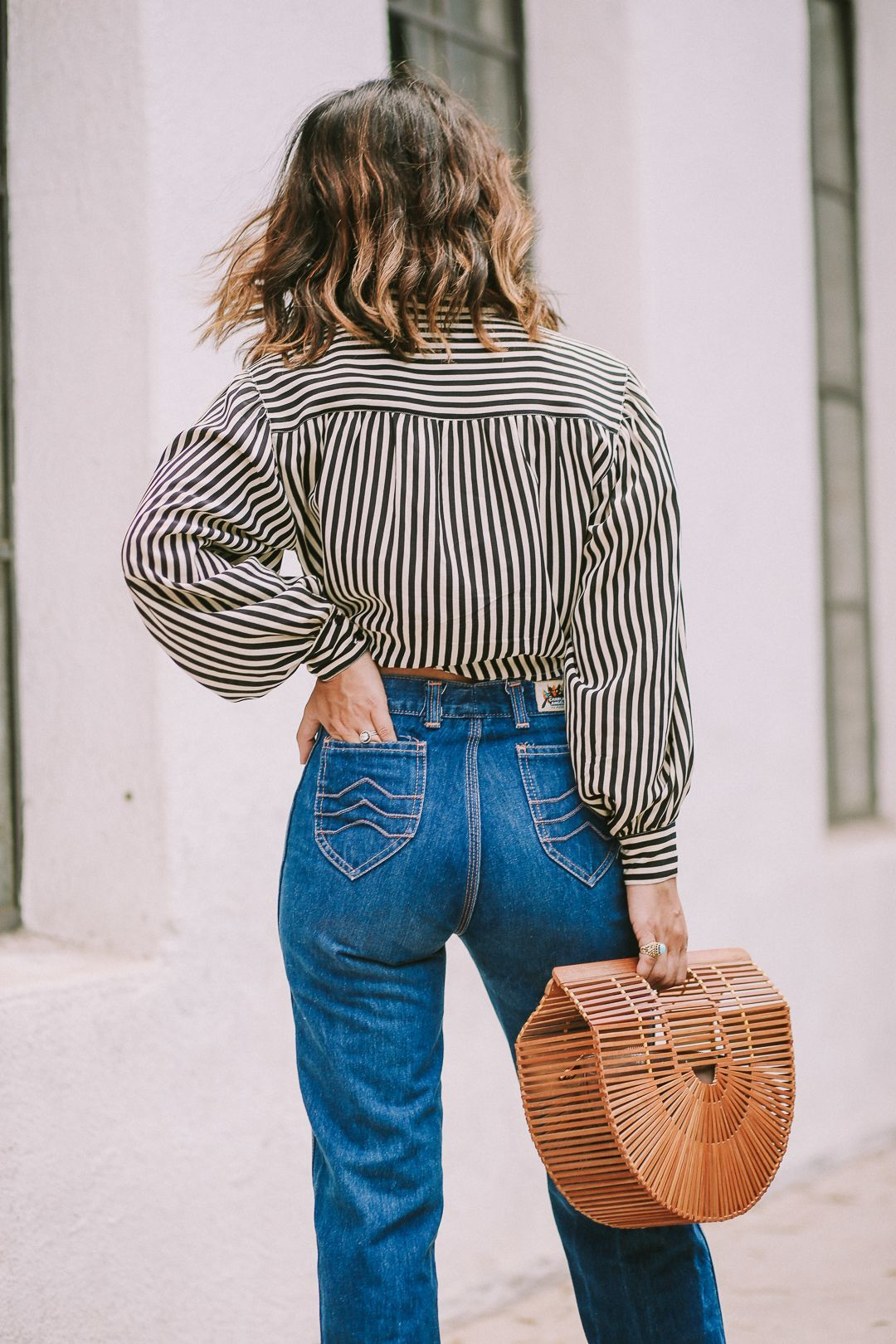 55 Best Modern Vintage Outfit Ideas For A Perfect Vintage Look Vintagetopia Vintage Jeans Outfit Vintage Outfits Perfect Vintage