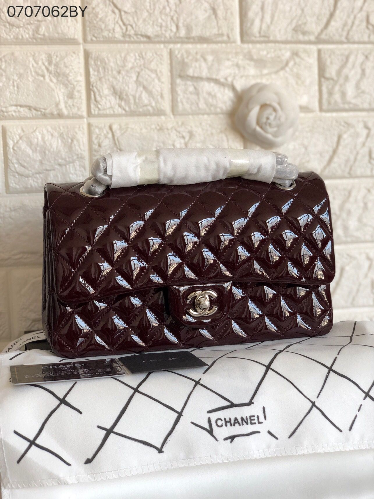 29cb055fd911 Chanel woman CF classic flap bag patent original leather version ...