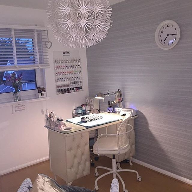 So pretty and chic! You have such a cute salon desk @nailsbysusanx ...