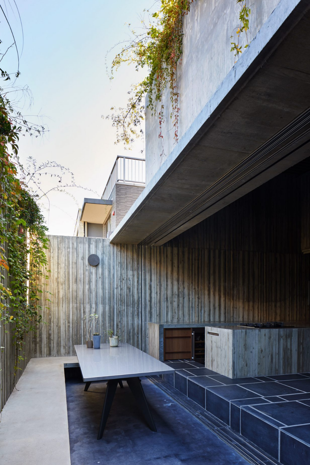 """House T by Suppose Design fice is a """"cave like"""" concrete house in downtown Tokyo"""