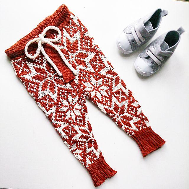 Stjernebukse | Starry pants | Strikkeoppskrift.com #knit