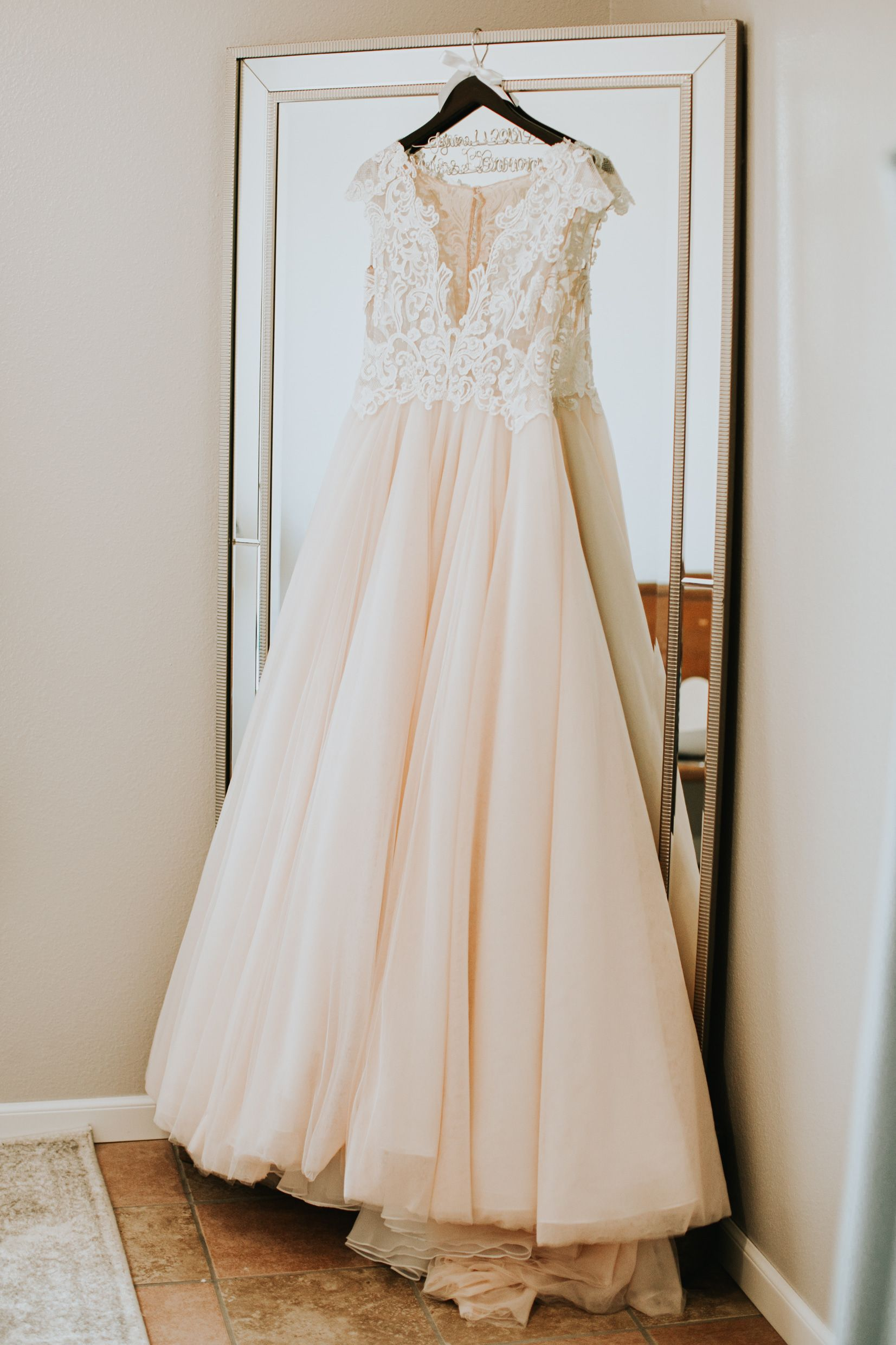 Gorgeous Lace Wedding Dress For Elegant Spring Wedding In Kansas City Mo Photo By The Bold Americana Weddin Wedding Dresses Lace Wedding Dresses Bride Style