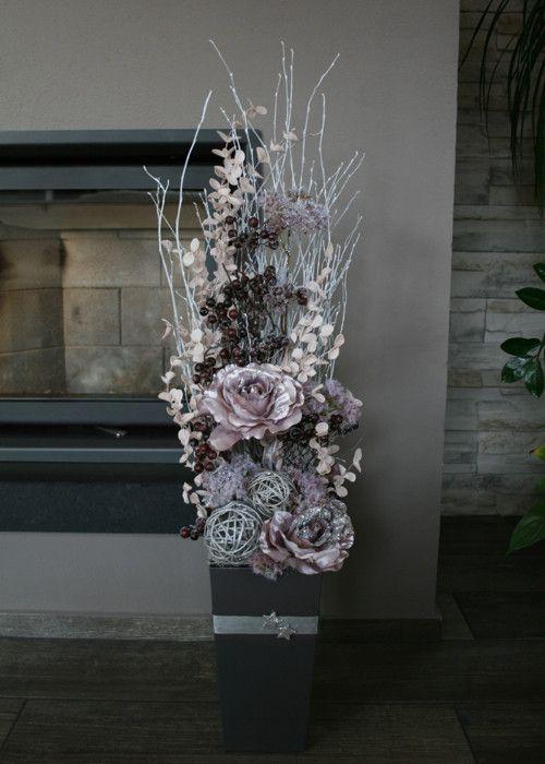 Luxusní vánoční dekorace s vánočními růžemi
