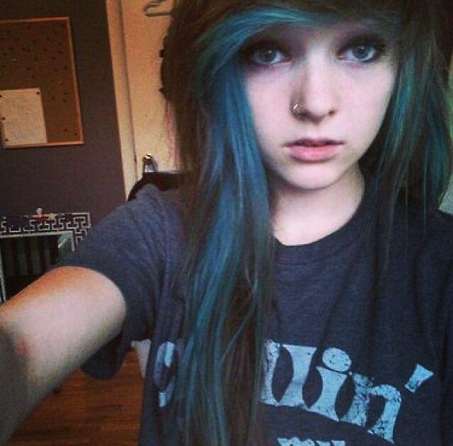 Blue Hair Underneath Bangs Blue Streak Idees De Coiffures