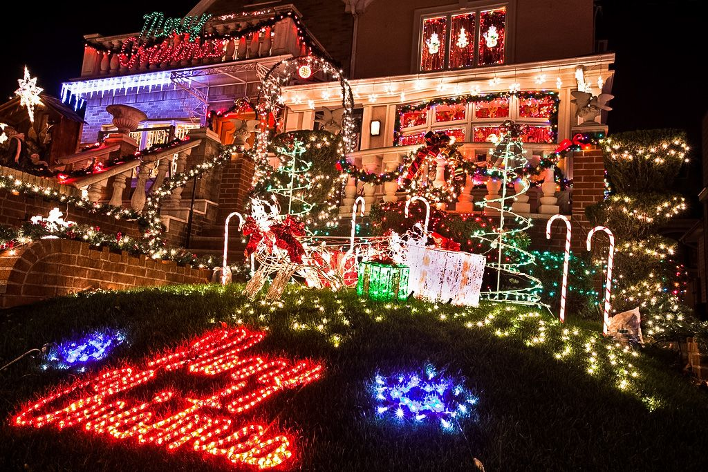 Dyker Heights Brooklyn Christmas Lights.Dyker Heights Brooklyn Worldpass Amazingdeals