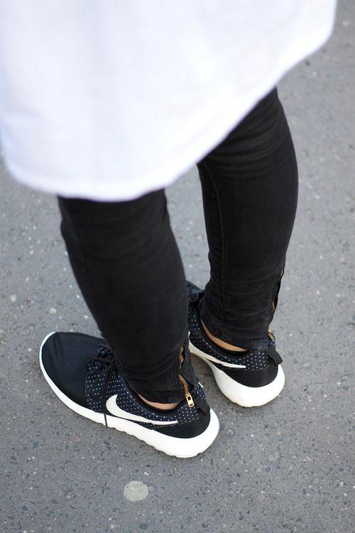 Nike Roshes Vêtements Pour Femmes En Noir Et Blanc