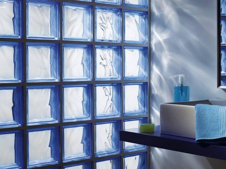 Des cloisons de salle de bains en briques de verre leroy for Cloison verre salle de bain