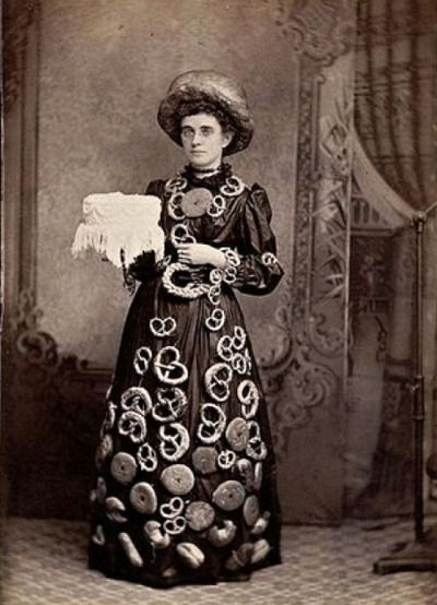 Femme sandwich, 1890.