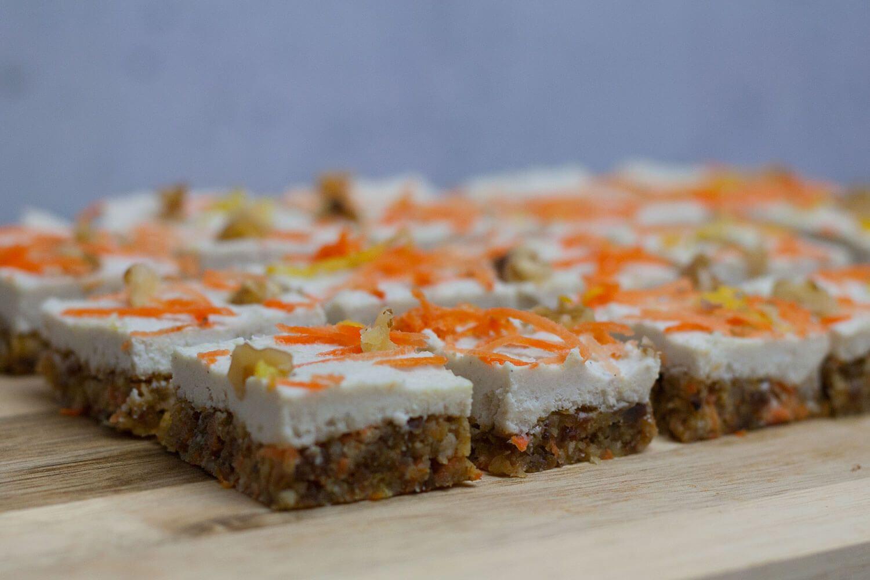 Carrot Cake Bites Roh Vegan Gf Rezept Mangold Muskat Rezept In 2020 Roh Vegan Backen Ohne Zucker Lebensmittel Essen