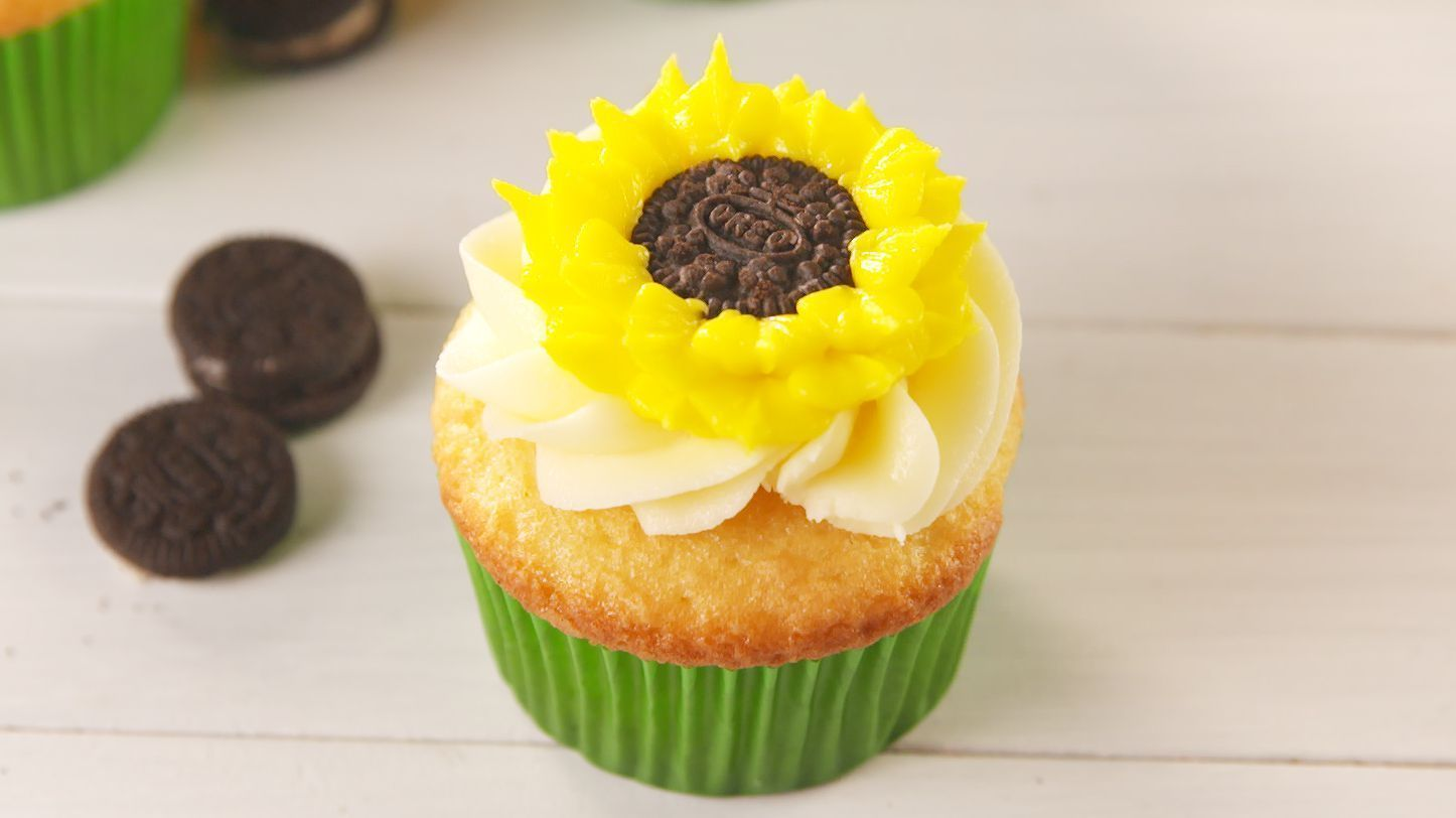 Oreo Sunflower Cupcakes #sunflowercupcakes Sunflower Cupcakes Can Brighten Any Day- make keto cupcakes and icing with swerve use keto approved chocolate chips instead of oreo #sunflowercupcakes Oreo Sunflower Cupcakes #sunflowercupcakes Sunflower Cupcakes Can Brighten Any Day- make keto cupcakes and icing with swerve use keto approved chocolate chips instead of oreo #sunflowercupcakes