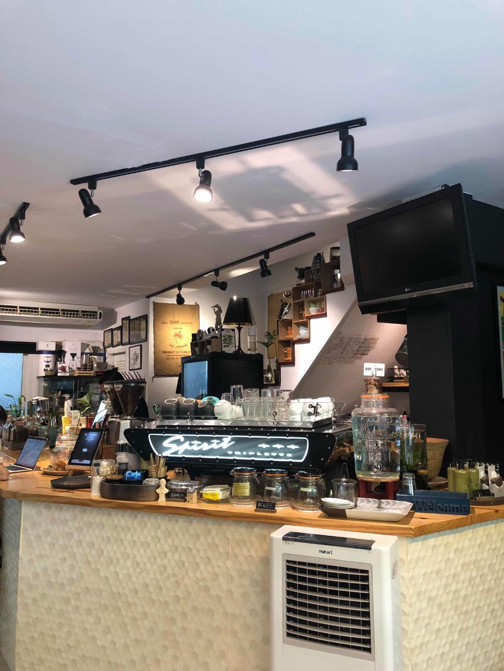 CR review ร้านกาแฟ BarCony ตีเหล็กต้องตีตอนร้อนกาแฟจะกิน