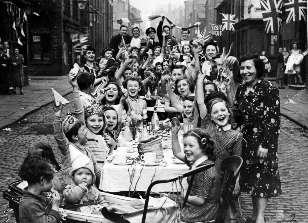 Incredible VE Day celebration photos in Manchester