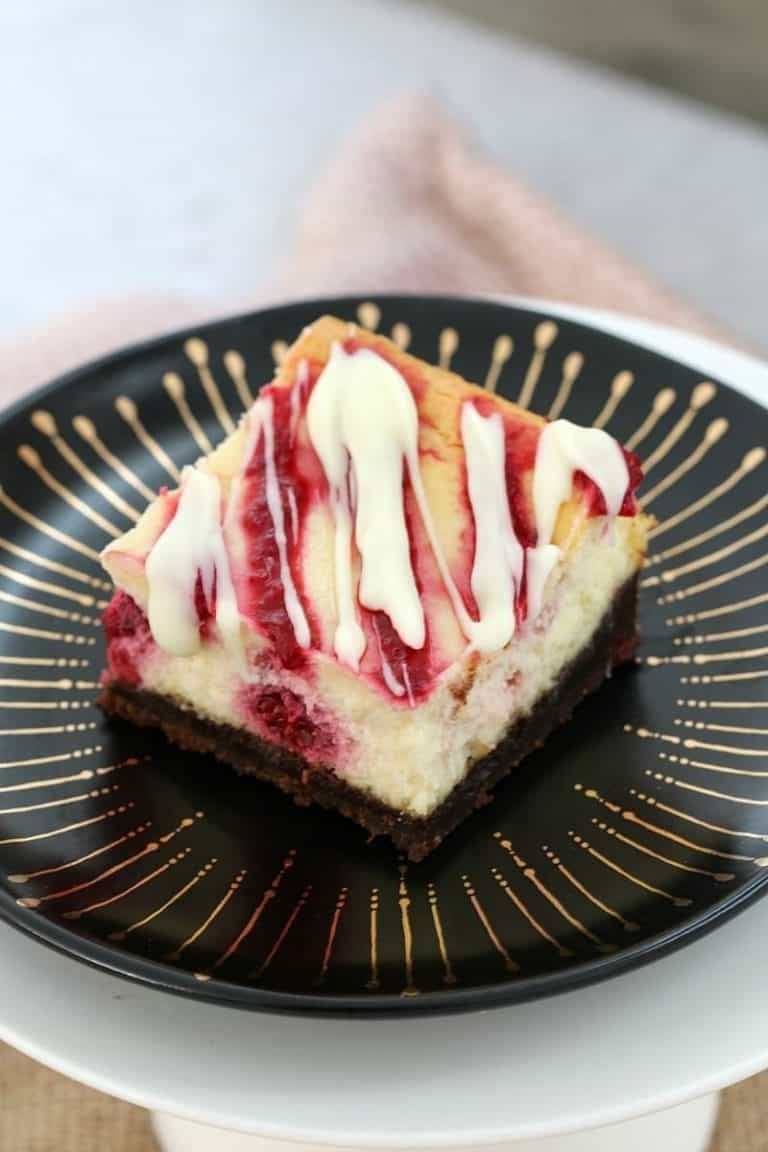 The BEST White Chocolate & Raspberry Cheesecake Slice #whitechocolateraspberrycheesecake