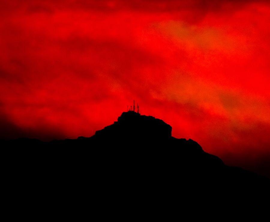 Rojo atardecer del Cofre de Perote, visto desde la Cd. de Xalapa, Ver. MX