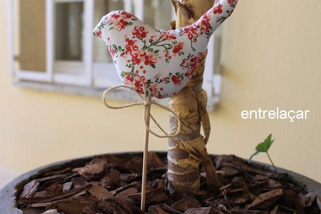 Pássaro na varanda.