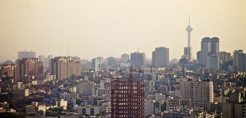 En Teherán, la contaminación obliga a cerrar los colegios