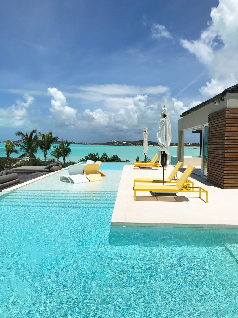 Turtle Tail Estate Is A Dynamic Spectacular Compound To Completely Fall In Love With And Is With Turks And Caicos Villas Summer Beach House Beach House Design
