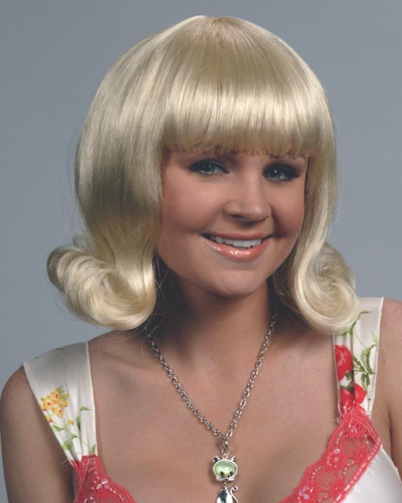 Blonde flip wig   Retro hairstyles, Costume wigs, Wigs