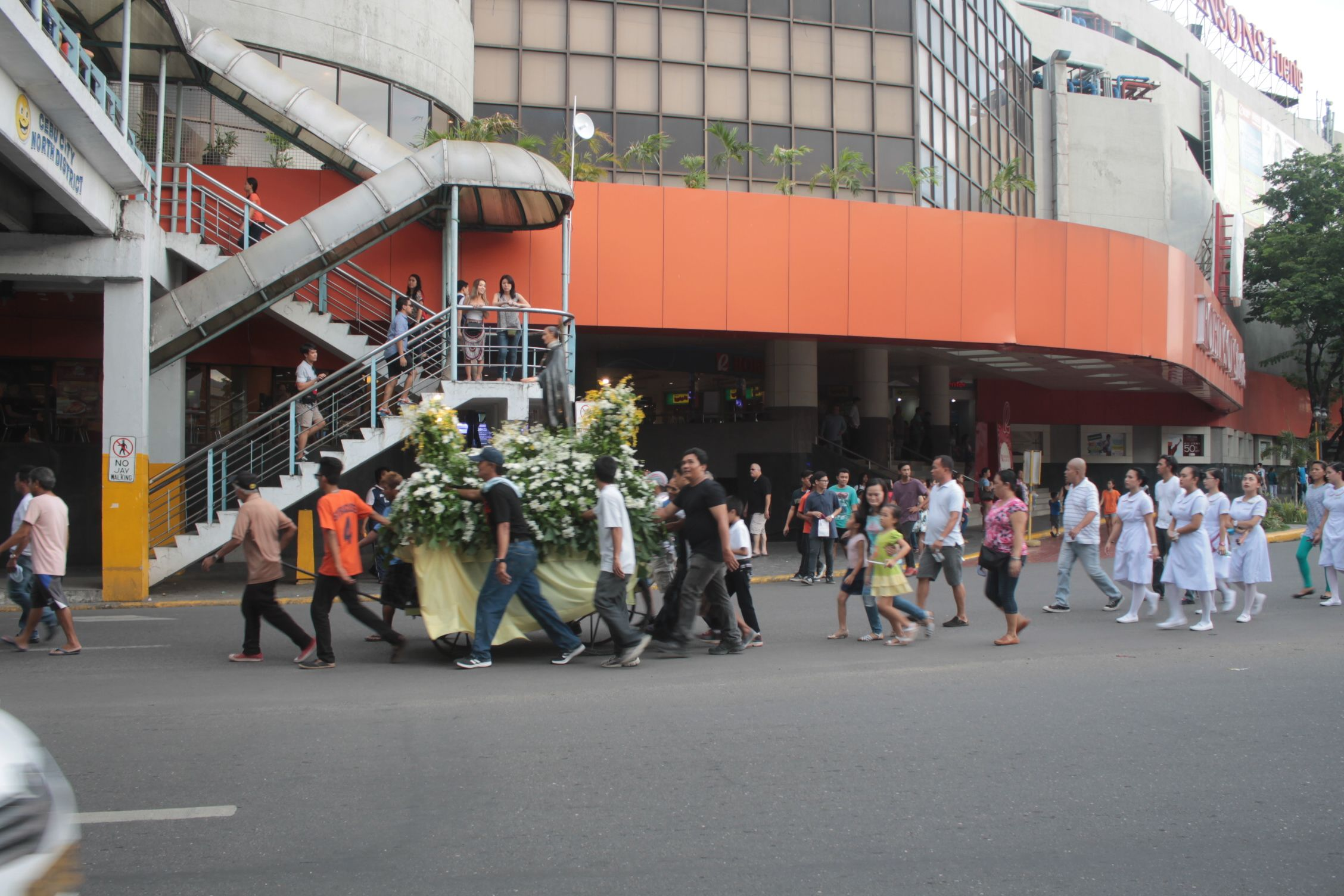 Procesión en honor al Santo Niño