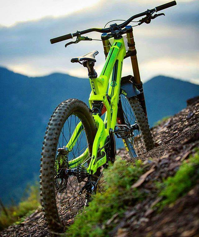 Pin By Lee Baker On Downhill Bike Mtb Bike Mountain Downhill