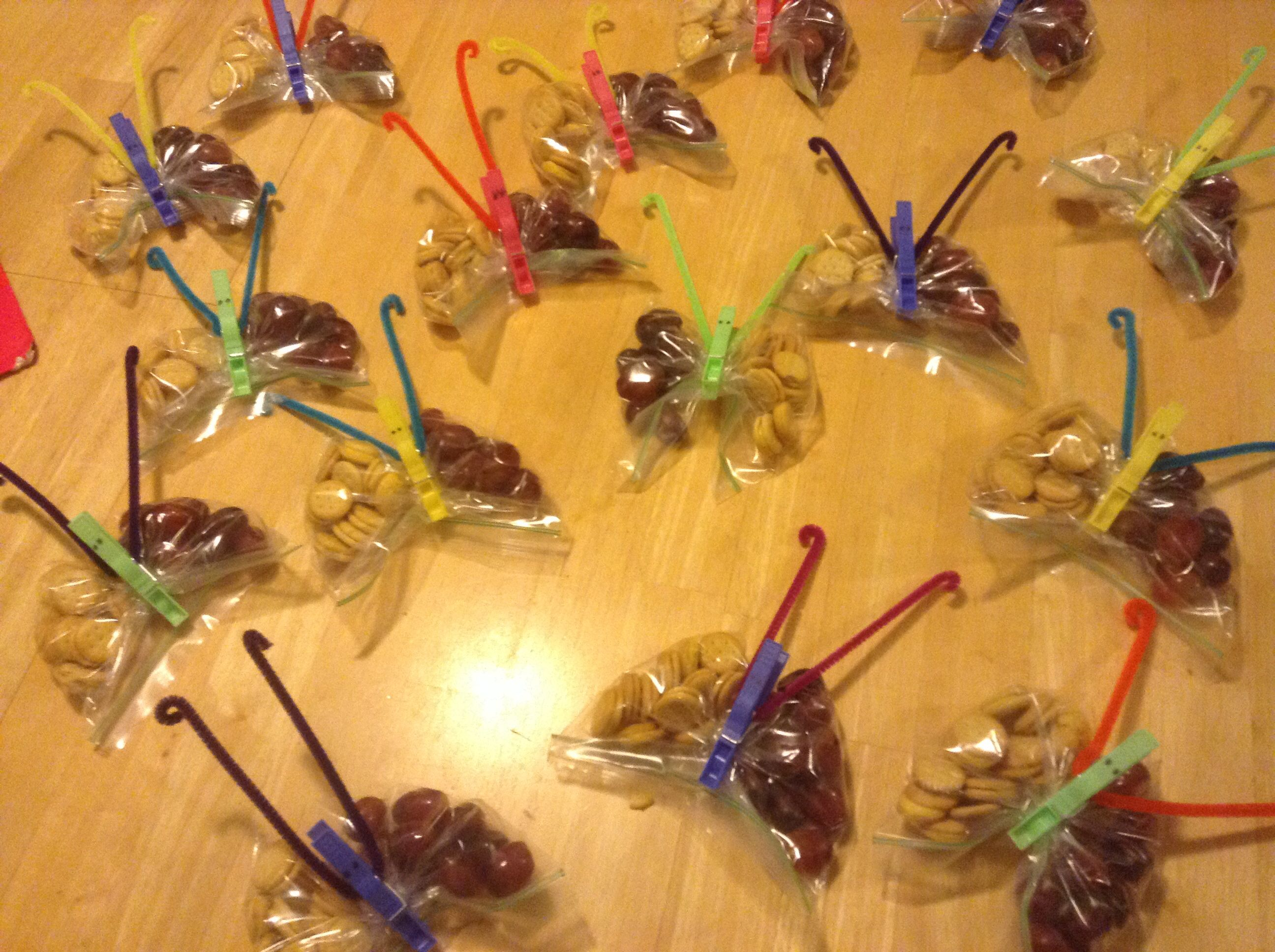 Zip-lock Baggie, cheese sandwich crackers, washed grapes, multi-colored cloths pins (plastic-- or any kind), multi-colored pipe cleaners. Just an extra tip.... I found it WAY easier to put the crackers in first! Add any great treat! Beware of any classroom allergies! Pre-K snack. Enjoy!