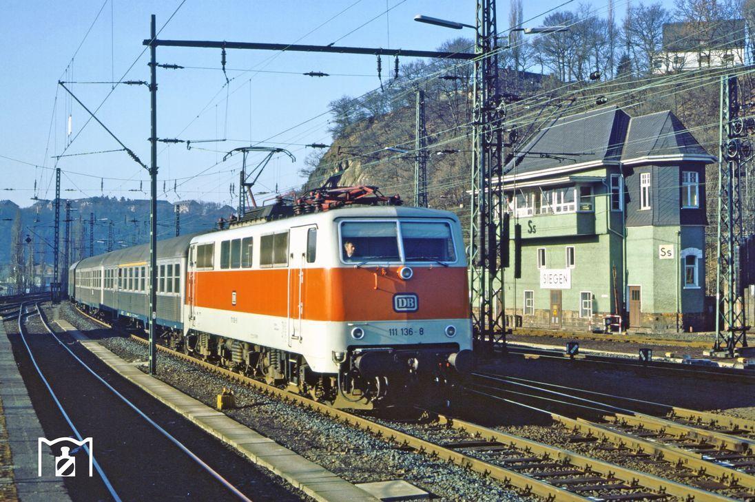 111 136 Erreicht Mit E 3307 Aus Koln Den Siegener Hauptbahnhof 21 02 1982 Foto Wolfgang Bugel Br111 S Bahn Bundesbahn Eisenbahn