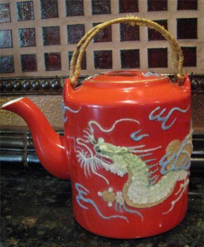 EXQUISITE VINTAGE RED CORALENE DRAGON WARE MUSICAL TEAPOT The one that got away :(