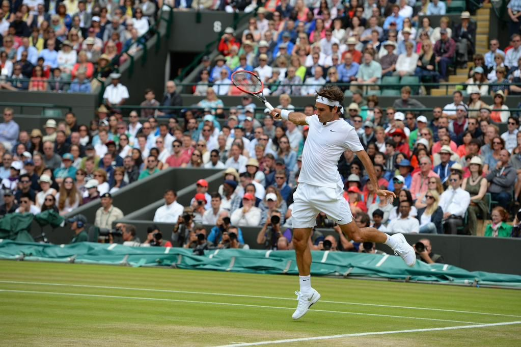 Federer is one set from a 10th Wimbledon semifinal. He